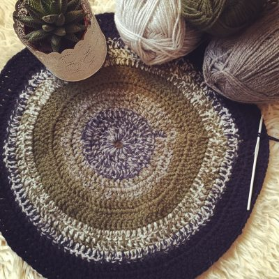 hooked round karpet
